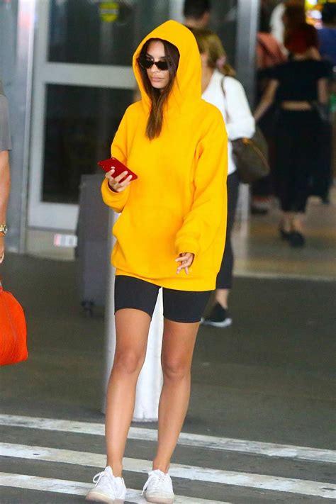 Emily Ratajkowski rocks yellow hoodie and black legging ...