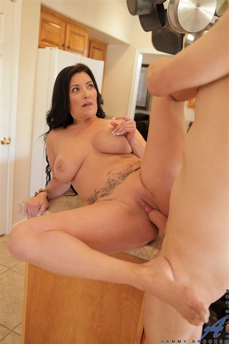 Anilos Sammy Brooks Hot Milf Lets Her Giant Tits Bounce As