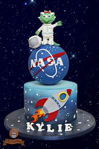 Astronaut-Triceratops Cake - Cake by The Sweetery - by ...