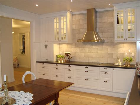 Yet before you get caught up in the fun of choosing pendant lights and chandeliers, analyze your plan to ensure that all areas of your kitchen are lighted specifically. 22 Awesome Traditional Kitchen Lighting Ideas
