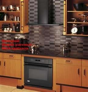 picture of kitchen backsplash this might be a but with light cabinets