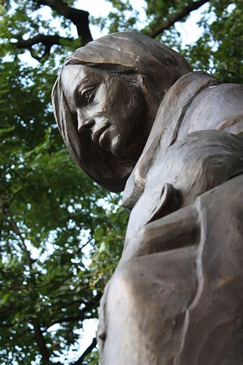 pomniki rzezby roberta tomaka