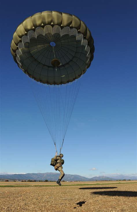 paratrooper drop zone exercise parachute spanish during paracadutista parachutes regiment militare airborne british landing forces low 3rd level history battalion