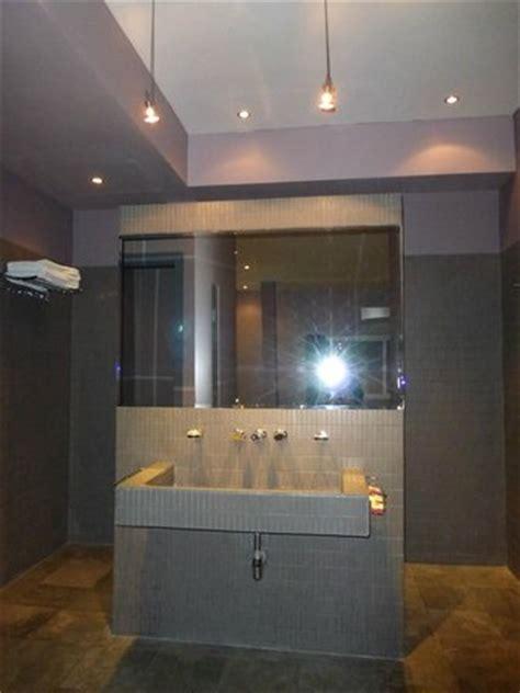 huge walkin shower behind this sink wallmaybe 9 x 4