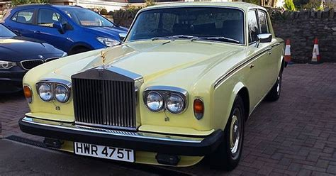 yellow rolls royce brazen thief steals bright yellow rolls royce and zooms