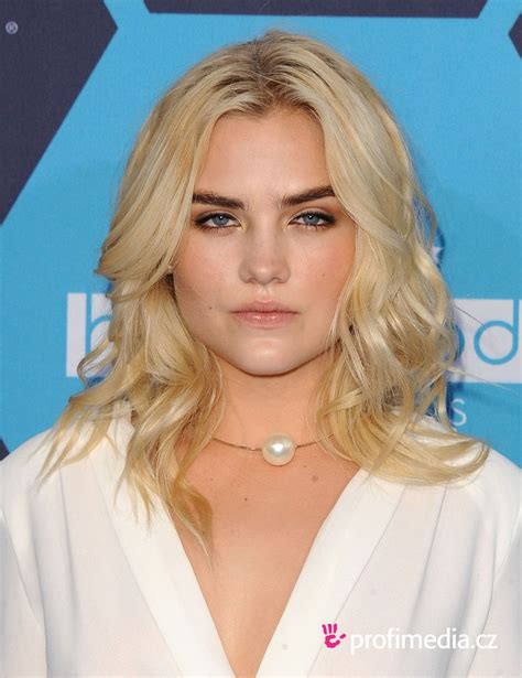 Maddie Hasson     hairstyle   easyHairStyler