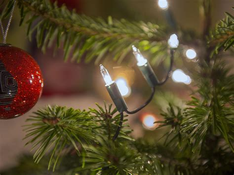 hiring christmas decorating rich londoners spend thousands of pounds hiring