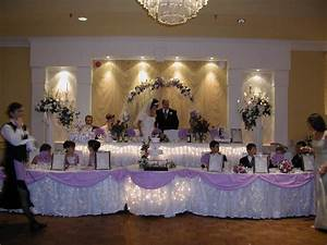 Beautiful arrangements of wedding head table with flowers for Wedding party table ideas