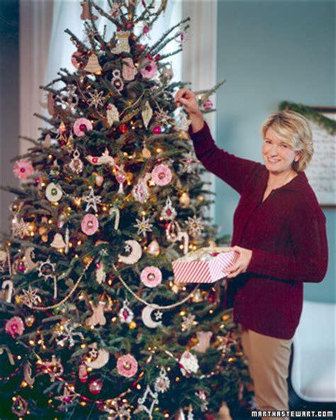 setting   christmas tree martha stewart