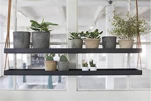 Etagere Metal Cuisine : une tag re m tal suspendue au plafond dans la cuisine ~ Premium-room.com Idées de Décoration