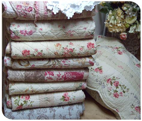 plaid et jeté de canapé boutis couvre lit romantique et plaid boutis aux tissus