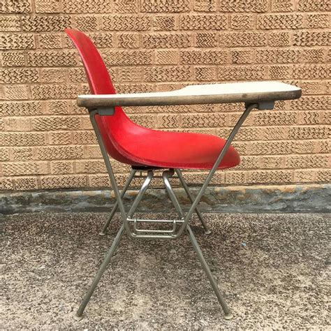 herman miller eames dss fiberglass side chairs with desk