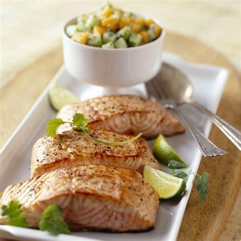 saumon cuisine pavé de saumon recettes vidéos et dossiers sur pavé de