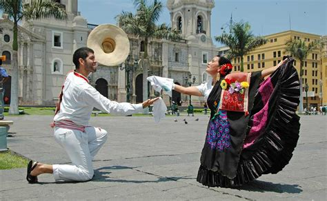 The music of peru is an amalgamation of sounds and styles drawing on peru's andean, spanish, and african roots. Marinera Dance in Trujillo: Peru`s Famous National Dance   Kuoda Travel