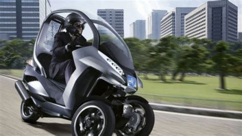Peugeot's 3-wheel Hybrid Scooter Concept Puts A Roof Over