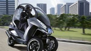 Permis Scooter 500 : peugeot 39 s 3 wheel hybrid scooter concept puts a roof over your head ~ Medecine-chirurgie-esthetiques.com Avis de Voitures