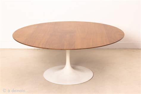 plateau cuisine design table basse tulip plateau rond en bois par e saarinen