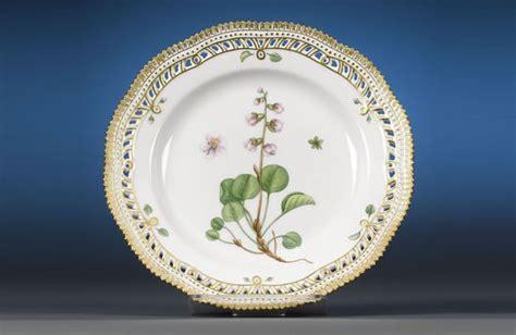 An elegant 101 piece Flora Danica Dinner set with 24 carat