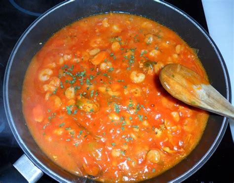 espaguetis con mejillones y gambas calamares en su tinta