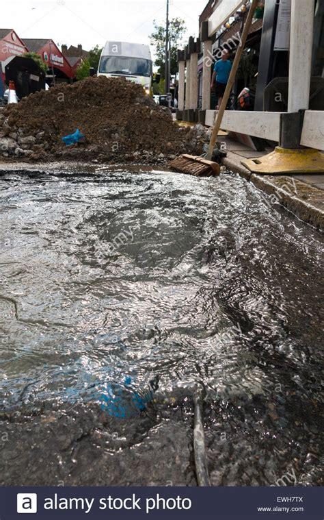 spülkasten rohr undicht gebrochenen platzen wasserleitung rohr undicht kann wasser austreten und entstehen durch die