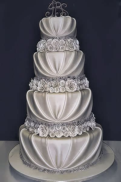 10 Pretty, Romantic Wedding Cakes   BridalGuide