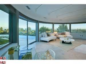 home interior design trends bieber reportedly rents glass house in beverly