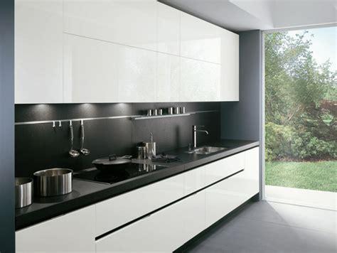 cuisine blanche sol gris la cuisine laquée une survivance ou un hit moderne