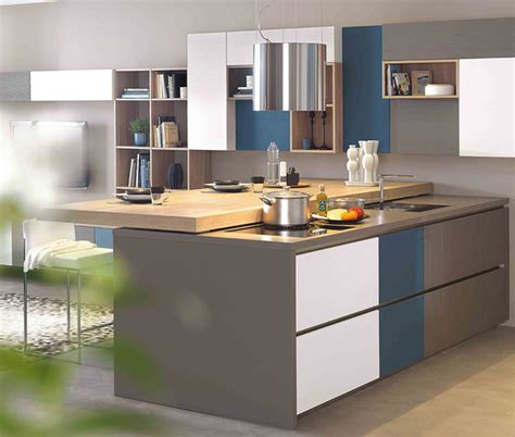 modele cuisine surface cuisine moderne îlot central blanc gris et bleue ambiance