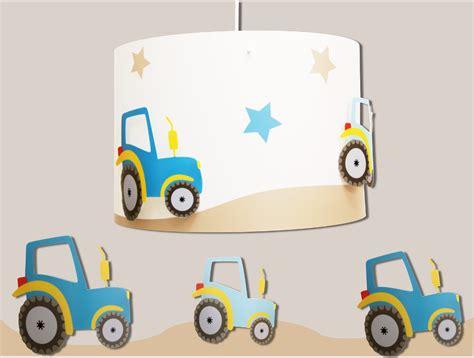 le enfant des tracteurs pour suspensions et les garon