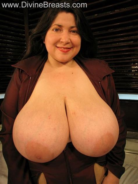 Curvy Latin Milf Reveals Her Huge Natural Melons