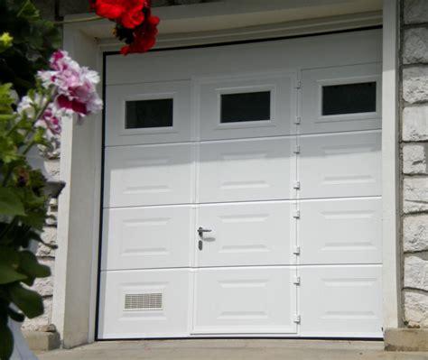 porte de garage sectionnelle avec portillon dauphin 233