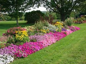 Flower bed ideas making garden beds for Flower garden design pictures