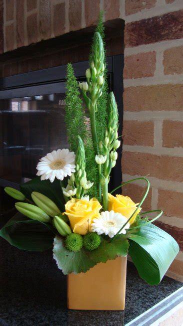 gele hoge bloemen witte en gele bloemen hoog geschikt bloemschikken hoge