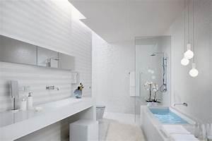 photo salle de bains et suspension luminaire deco photo With carrelage adhesif salle de bain avec lampe suspendue led