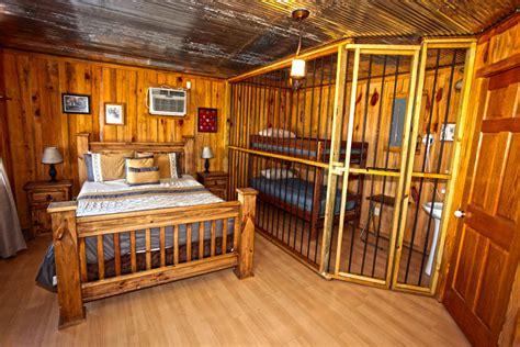 unique cabin experience in murfreesboro ar