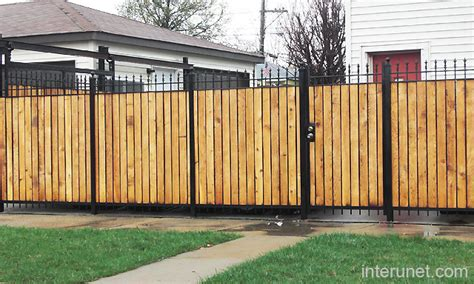 Zaun Holz Metall by Metal Fence With Wood Combination Picture Interunet