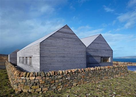 Dualchas Architects' Boreraig House Is A Peaceful Green