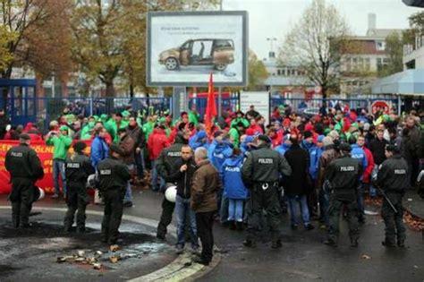 siege social ford une manifestation dégénère devant le siège de ford à cologne