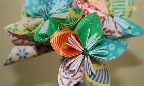 Papīra rokdarbi - puķe pašu rokām. Foto pamācība.