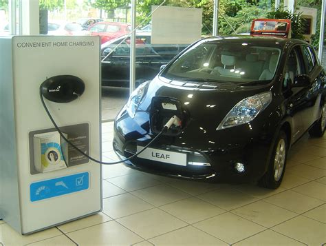 car buying guide plug  electric cars green flag