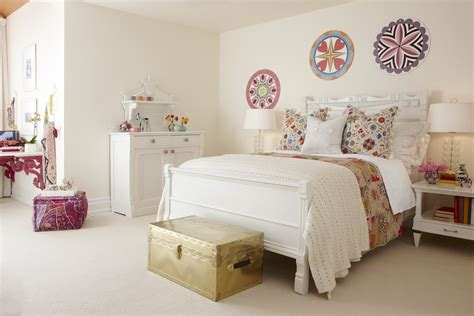 Fine Interior Design Of Vintage Room Ideas With White Wall