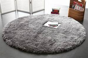 tapis shaggy rond gris 150 cm ugo miliboo With tapis shaggy avec canapé 100 cuir
