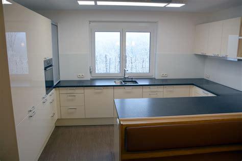 Küche  Stein Arbeitsplatte Angola Black  Glas Nischen Rw