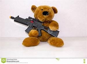 Abc Le Concept Sécurité : ours de nounours avec l 39 arme feu de jouet le concept de ~ Premium-room.com Idées de Décoration