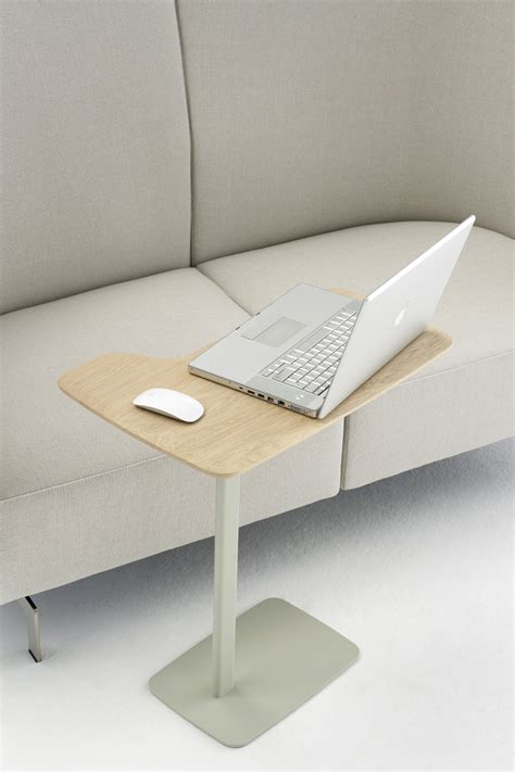 table d appoint ustensils h 63 cm pour ordi portable bois clair pied gris arco