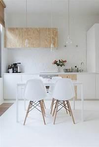 53 variantes pour les cuisines blanches for Deco cuisine avec chaise blanche et bois pas cher