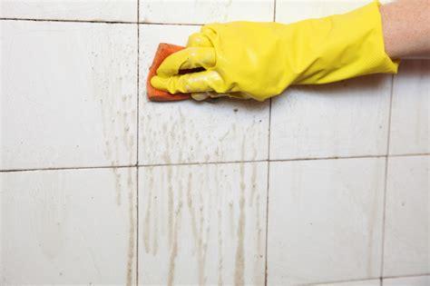 Fliesenlack Reinigen by Badezimmer Fliesen Reinigen 187 Auf Die Fliesenart Achten