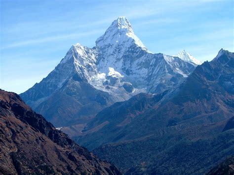 Nepal Urged To Reduce Mount Everest Climbing Fee