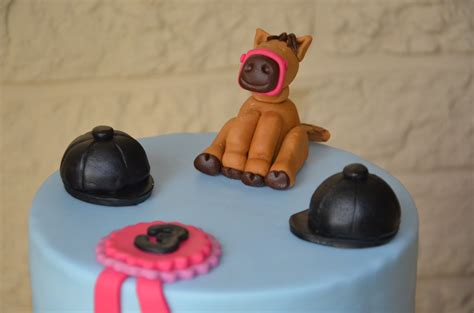 cheval en pate a sucre g 226 teau poney en p 226 te 224 sucre do you cake