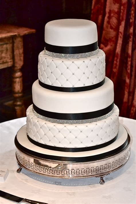 elegant quilted cake wedding cakes cakeology